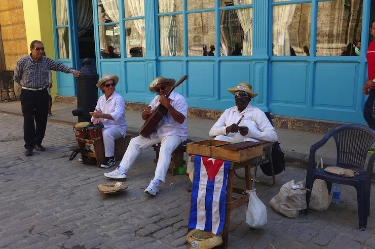 Her köşede karşımıza çıkan sokak müzisyenleri...