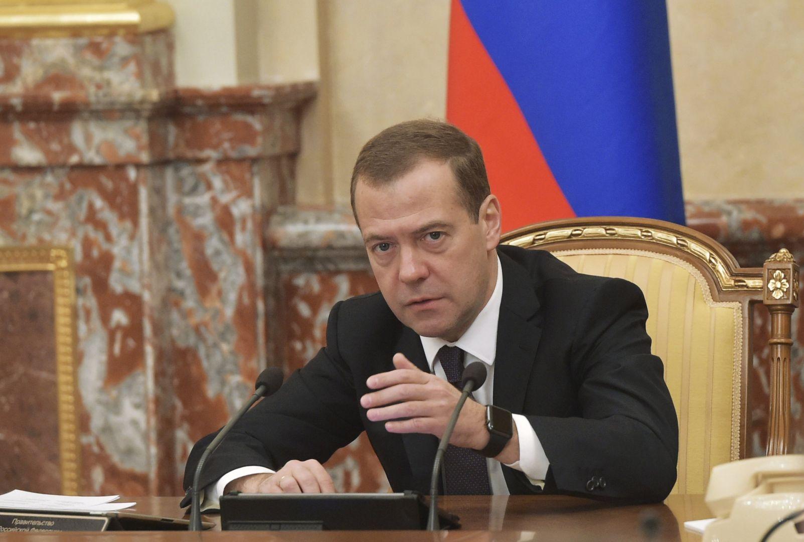 Medvedev, Putin'in izinde... Fotoğraf: Reuters